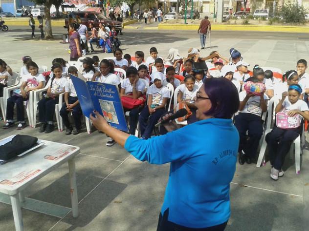 Leyendo a Bolívar lo Pintamos en la Plaza El Valle19