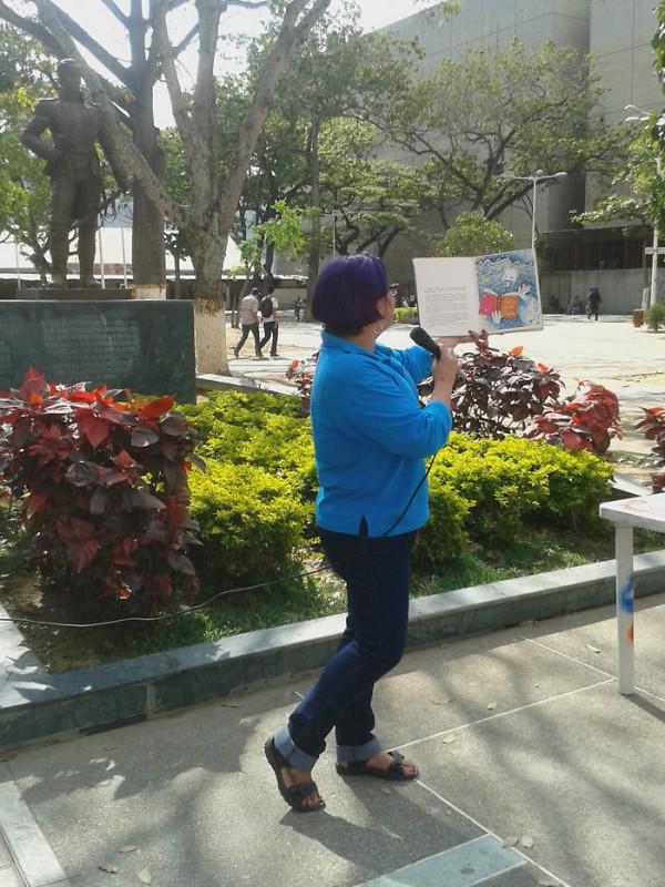 Leyendo a Bolívar lo Pintamos en la Plaza El Valle20