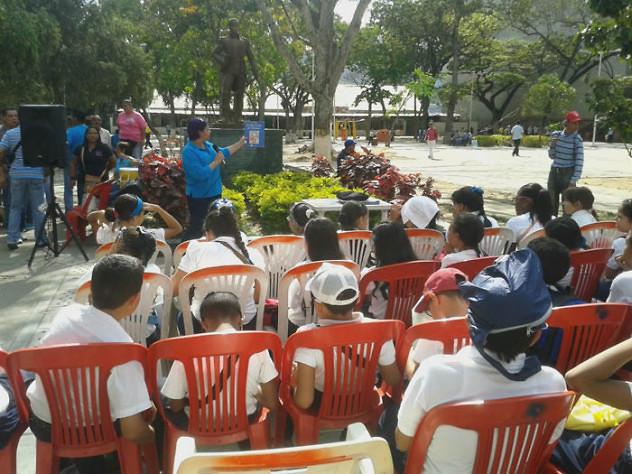 Leyendo a Bolívar lo Pintamos en la Plaza El Valle21