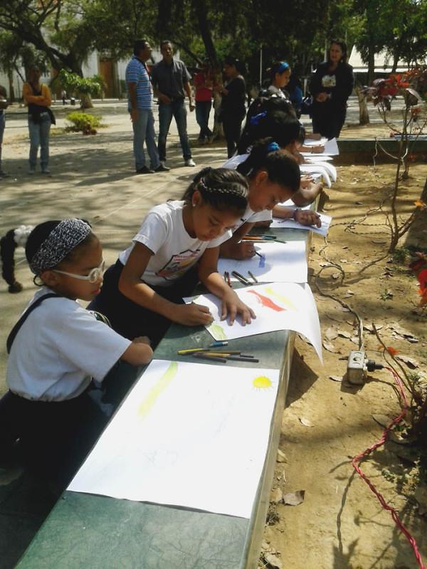 Leyendo a Bolívar lo Pintamos en la Plaza El Valle4
