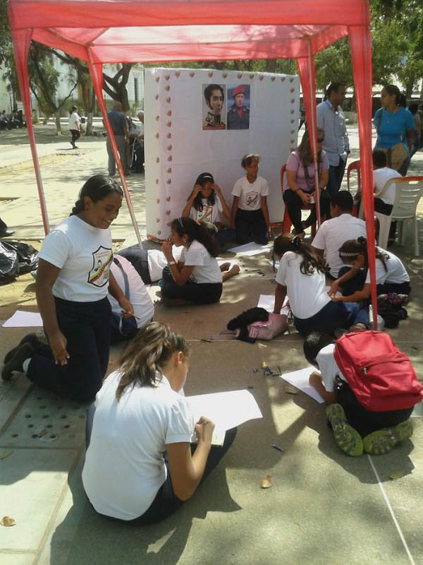 Leyendo a Bolívar lo Pintamos en la Plaza El Valle5
