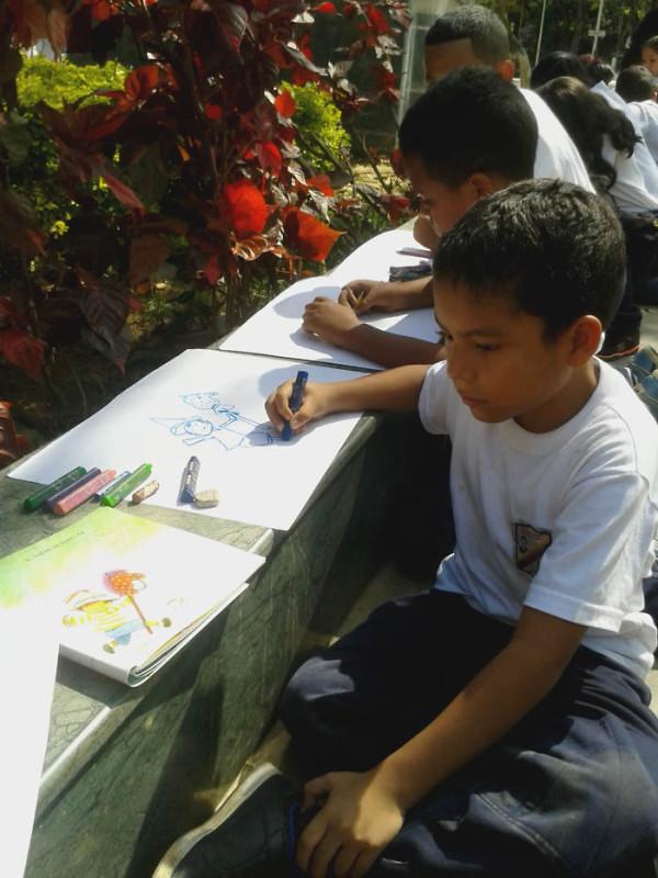 Leyendo a Bolívar lo Pintamos en la Plaza El Valle6