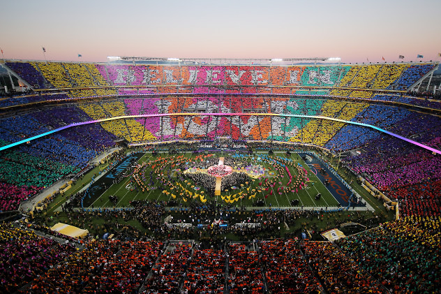 SANTA CLARA, CA - FEBRUARY 07: Coldplay, Beyonce and Bruno Mars performs during the Pepsi Super Bowl 50 Halftime Show at Levi's Stadium on February 7, 2016 in Santa Clara, California. (Photo by Ezra Shaw/Getty Images) ** OUTS - ELSENT, FPG, CM - OUTS * NM, PH, VA if sourced by CT, LA or MoD **