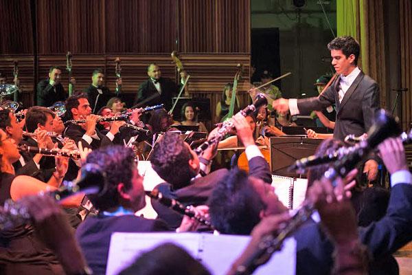 Banda-Sinfónica-Juvenil-Simón-Bolívr-celebra-sus-10-años-con-Carmina-Burana