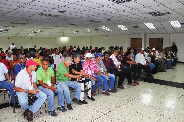 F1- Ministro Ñañez compartió con los lutiers de La