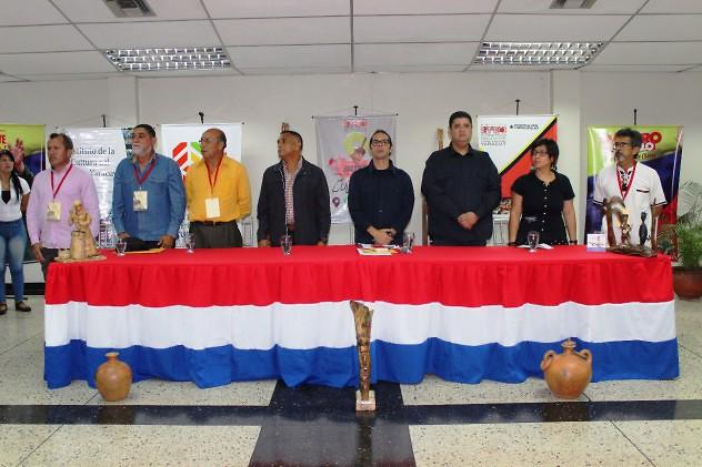 F1- Ministro Ñañez compartió con los lutiers de Lar