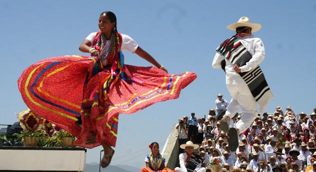 nuvia-mayorga-la-danza-entre-los-pueblos-indigenas