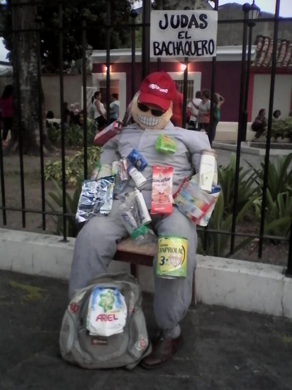 El Judas Bachaquero de la Plaza La Glorieta en San Blas, Valencia. Foto: @pedramenca