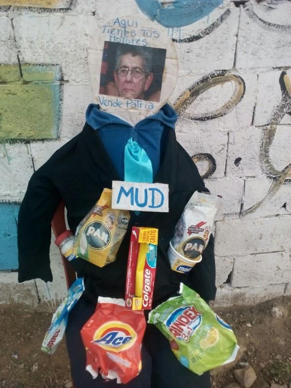 Ramos Allup fue el Judas en Achipano, Porlamar, Edo Nva Esparta. Foto: @GERCRISVARGAS