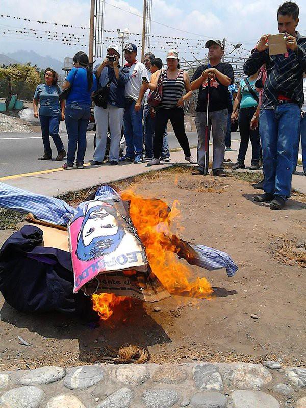 Pueblo de Mérida quemó a judas Leopoldo López y Ramos Allup. Foto: @RedpresNoticias