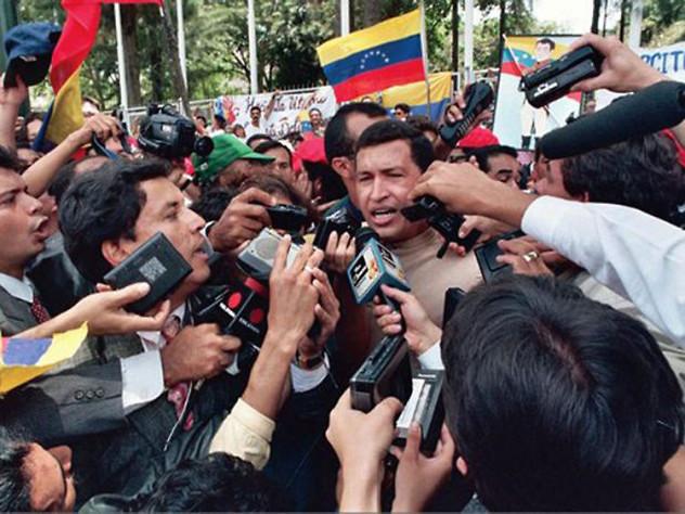 Chávez tras ser liberado de Yare el 26 de marzo de 1994.