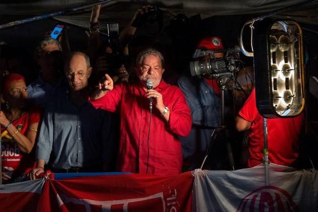Discurso-Lula-Silva-Pablo-EFE_CLAIMA20160318_0465_29