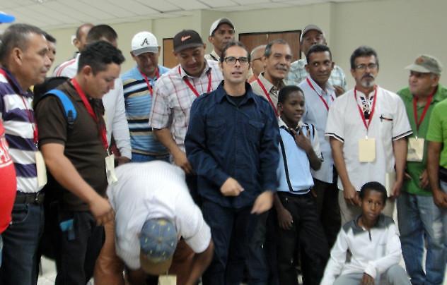 F1-Ministro-Ñañez-compartió-con-los-lutiers-de-Lara-632x404