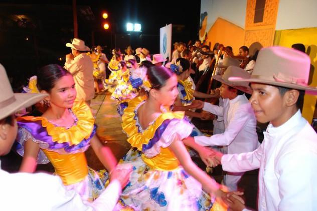 en-el-festival-infantil-los-nic3b1os-exponen-sus-talentos-para-el-baile-y-la-mc3basica-llanera-foto-fundacic3b3n-ferias-en-elorza