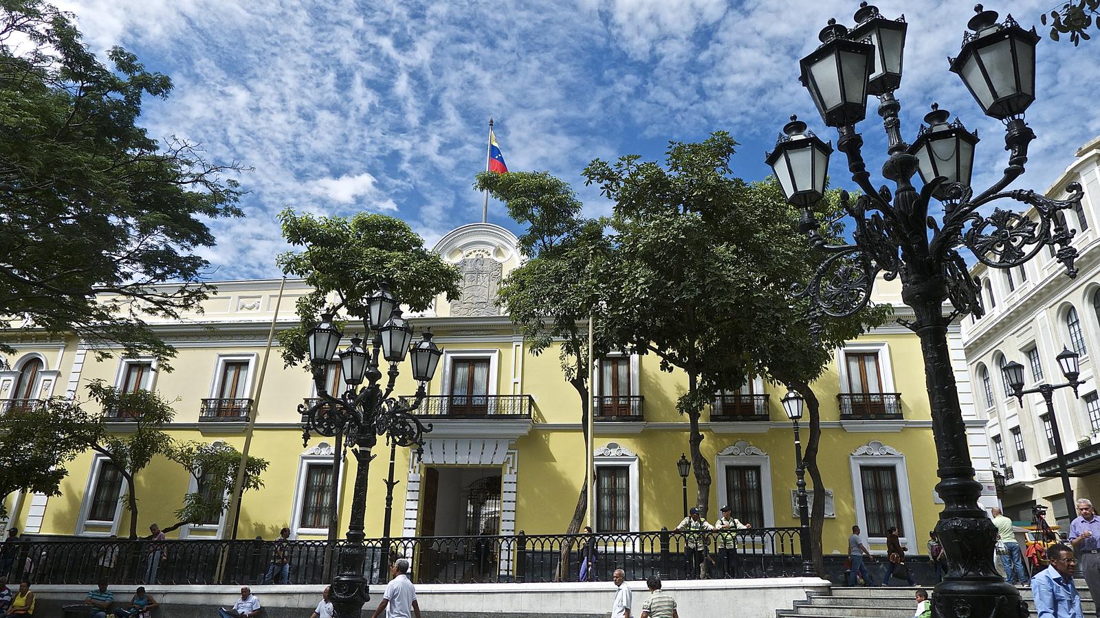 Venezuela rechaza violaciones del senado estadounidense al for Casa amarilla musica