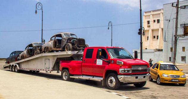 Carros-rápido-y-furioso-en-Cuba.-Foto-David-Gonzalez1