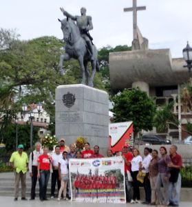 F1- La ofrenda floral se llevó a cabo en la Plaza Bolíva