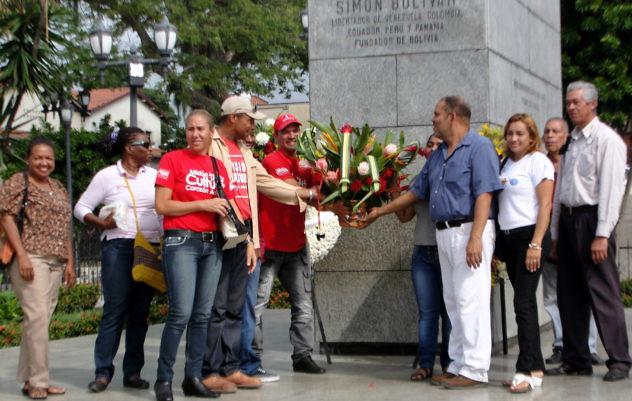 F1- La ofrenda floral se llevó a cabo en la Plaza Bol