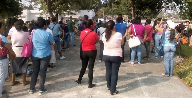 F1- Los yaracuyanos acudieron a las plazas Bolívar de sus municipi