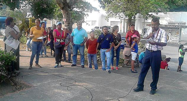 F1- Los yaracuyanos acudieron a las plazas Bolívar de sus municipios