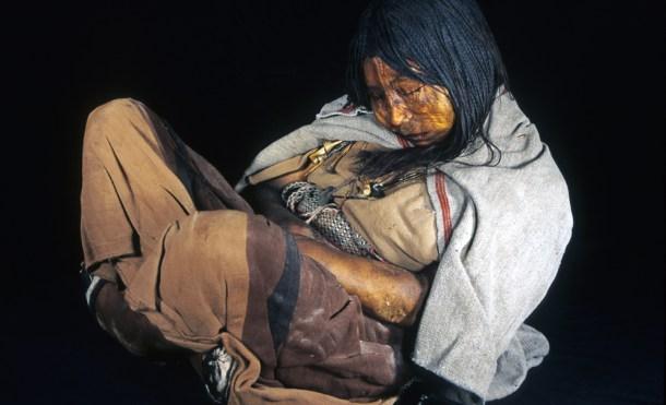 La Doncella, una de las momias encontradas en Llullaillaco (Argentina), fue estudiada en la investigación del ADN ancestral. Crédito: Johan Reinhard.