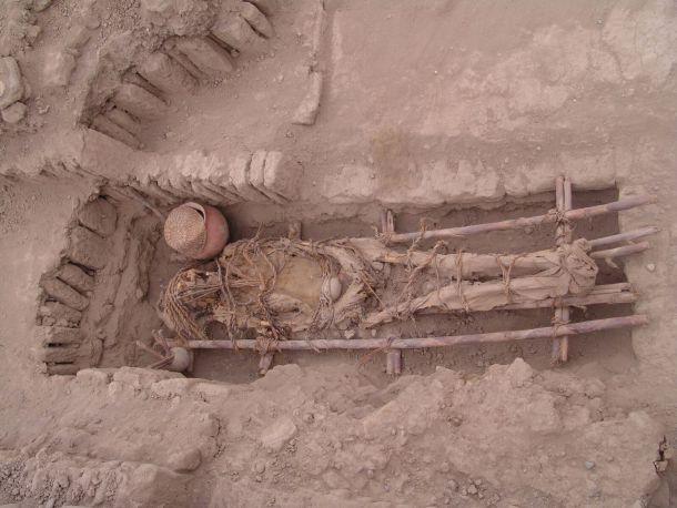 Restos humanos encontrados en el sitio arqueológico de Huaca Pucllana en Lima. Crédito: proyecto de investigación, conservación y restauración Huaca Pucllana.