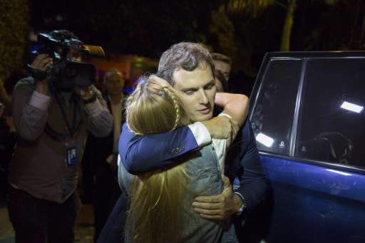 VENEZUELA, Caracas: Spanish politician and candidate for prime minister of Spain Albert Rivera (R) embraces Lilian Tintori (L), wife of jailed Venezuelan opposition leader Leopoldo Lopez, as they attempt to visit political prisoner Daniel Ceballos, who is under house arrest, in Caracas, on May 24, 2016. - Andrea Hernandez