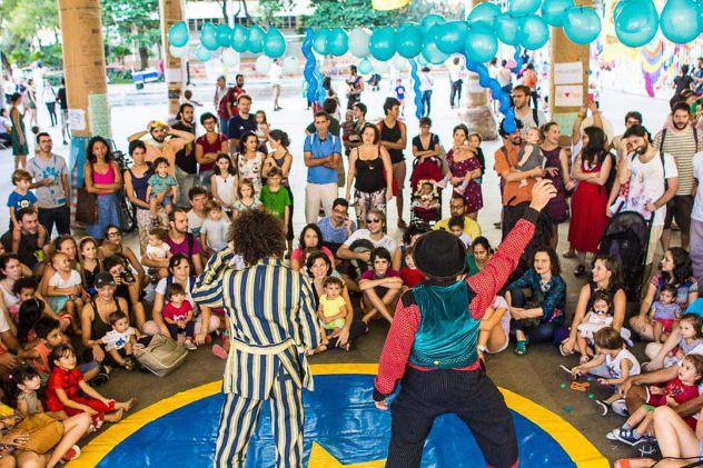 Este domingo los ocupantes realizaron actividades para niñas y niños en el Palacio de Capanema.