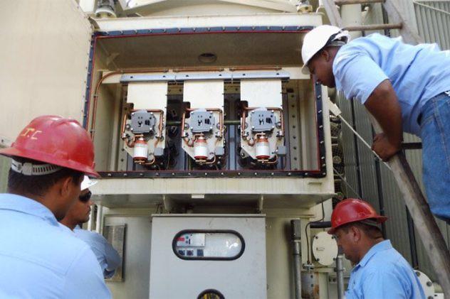 Apatridas quitaron el tapón del tanque de aceite del TG3, derramándose 13 mil lts de aceite lo que para la turbina..