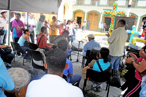 Con-Velorio-de-Cruz-sancocho-y-feria-artesanal-la-Red-de-Arte-celebró-décimo-aniversario