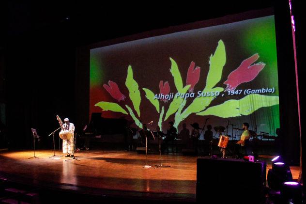 Alhaji Papa Susso. Clausura Festival Mundial de Poesía 2016. Foto: Milangela Galea