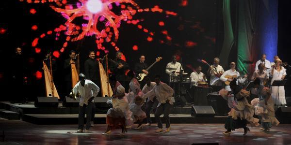 """Espectáculo Musical """"Corazón Llanero"""", realizado por los conjuntos Fernándo Rojas y su Tropa, de Venezuela, y María Victoria y su Conjunto, de Cuba, en saludo al aniversario 90 del natalicio de Fidel Castro, en el Teatro Karl Marx, en La Habana, Cuba, el 14 de agosto de 2016. ACN FOTO/Oriol de la Cruz ATENCIO/sdl"""