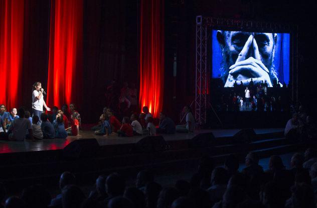 cumpleaos-90-de-fidel-castro-en-el-teatro-karl-marx-de-la-habana-el-13-de-agosto-de-2016-foto-ismael-franc-isco-cubadebate_28889011681_o