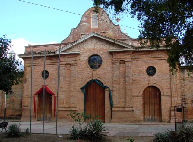 pugu-ortiz-iglesiasantarosadelima