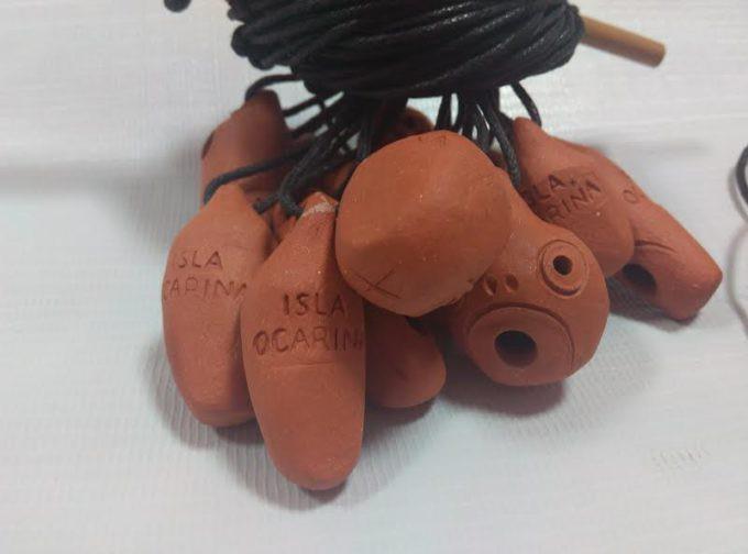 Las ocarinas son un pequeño instrumento de viento hecho de barro