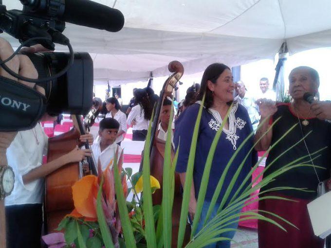 Juana Guillén, de rojo, junto a la directora general del IPC, Dinorah Cruz