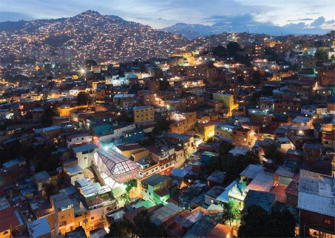 Sistema Vertical de Plataformas Deportivas y Culturales, Lomas de Urdaneta, Caracas. Cortesía Iwan Baan.