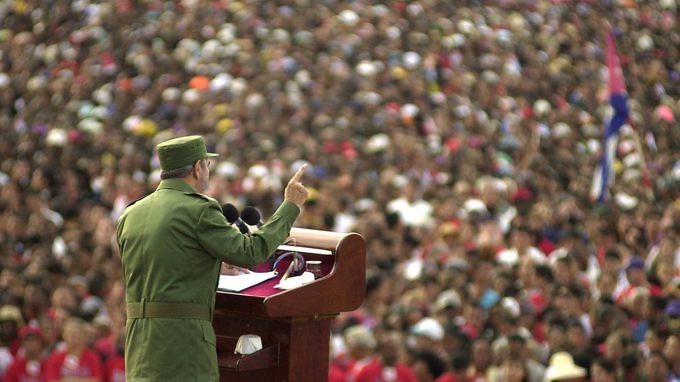 (AP Photo/Cristobal Herrera, 8 de junio de 2002 en Santiago de Cuba)