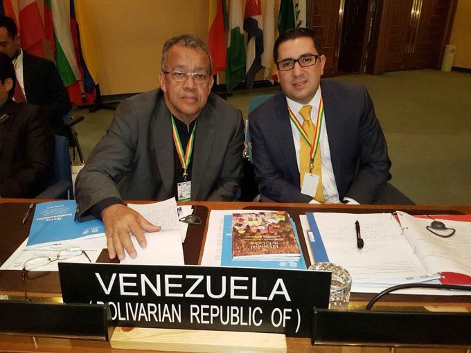 benito-irady-presidente-del-cdc-junto-a-david-osorio-ministro-consejero-de-la-delegacion-permanente-de-la-republica-bolivariana-de-venezuela-ante-la-unesco-img_7418