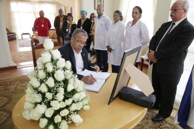 delegacion-venezolana-expresa-sus-condolencias-a-la-mision-diplomatica-de-cuba-en-etiopia-img_6675