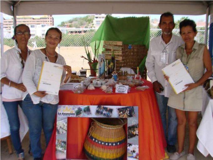 neoespartanos_fueron_obsequiados_con_600_catalogos_del_censo_del_patrimonio_cultural_en_la_fitven