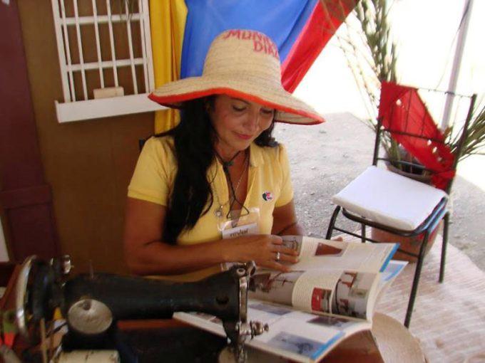neoespartanos_fueron_obsequiados_con_600_catalogos_del_censo_del_patrimonio_cultural_en_la_fitven_3