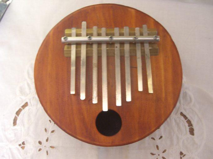 piano-de-pulgar-o-marimbula-instrumento-africano-d_nq_np_23245-mlc20245839675_022015-f