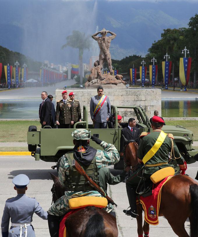Milicia Bolivariana  - Página 6 004_eg2232_1485972987-680x812