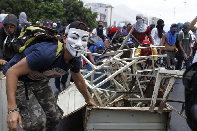Resultado de imagen para EL LICEO GUSTAVO HERRERA DE CHACAO Y TODO LO QUE DESTROZARON GUARIMBEROS