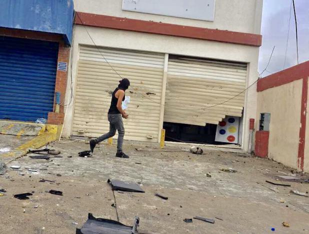 Resultado de imagen para ATAQUE A DEFENSORIA DEL PUEBLO EN ZULIA