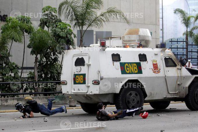 Dictadura de Nicolas Maduro - Página 2 RTS151IY-680x453