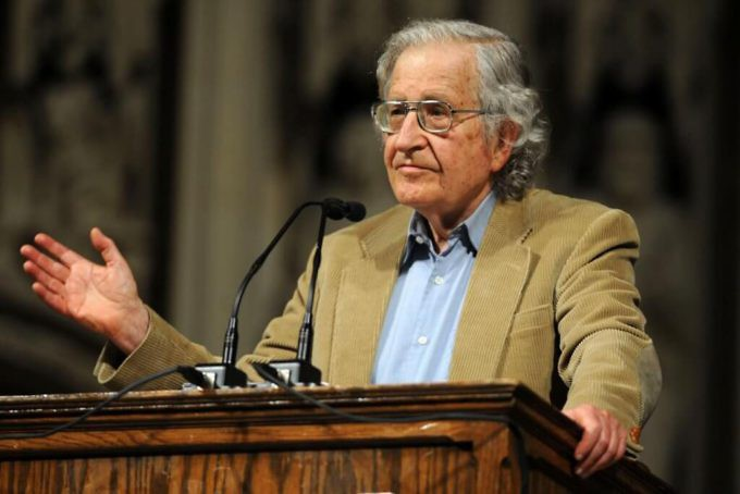 """Noam Chomsky explica qué esconden las """"Ayudas Humanitarias"""""""