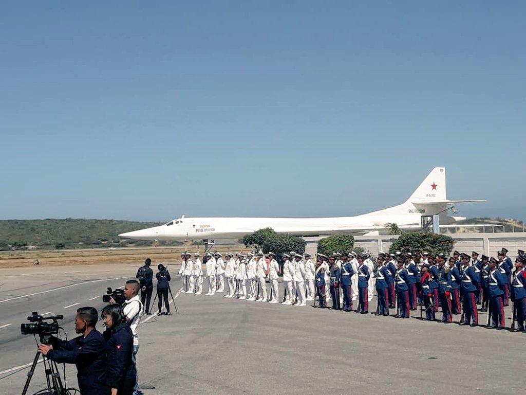 Bombaderos rusos Tu-160 aterrizaron en Venezuela (+FOTOS) DuE2zkSWsAEKvVa