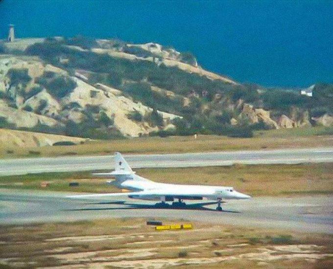 Bombaderos rusos Tu-160 aterrizaron en Venezuela (+FOTOS) DuE3GhMXQAIuUN7-680x550